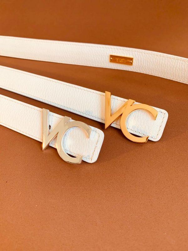 Cinturon de cuero con hebilla Dorada